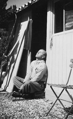 Jean Proal devant son chalet du Ventoux